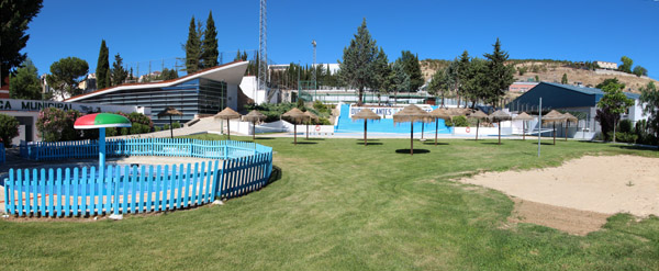Todo a punto en la piscina municipal para su apertura for Piscina we granada